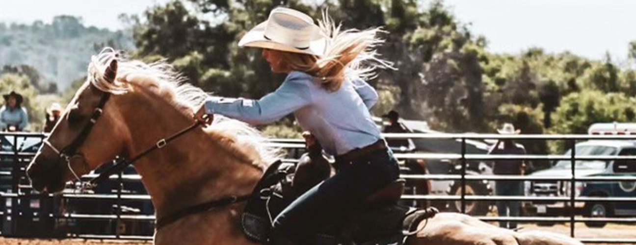 Lady riding a horse at the rodeo